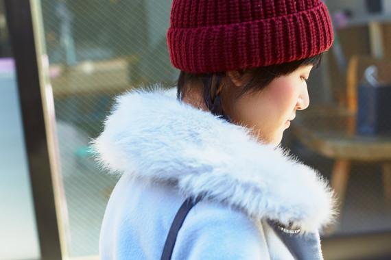 赤いニット帽に<br /> 三つ編みがキュート